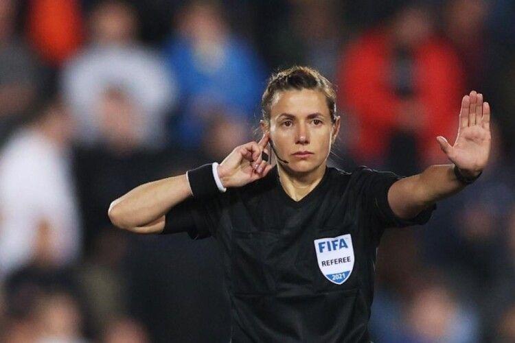 Українка Катерина Монзуль стала першою жінкою-арбітром, яка відсудила матч збірної Англії