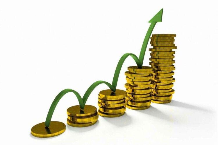 В Україні з 1 грудня зростуть зарплати, пенсії та допомоги: кому і скільки додадуть