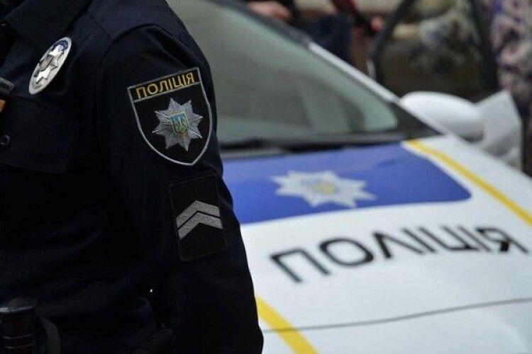 Невідомі в поліцейській формі підстрелили кандидата в депутати та побили його дружину (Фото)