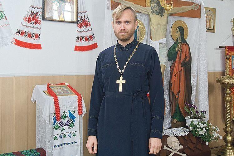 Настоятель храму села Черськ— щей учитель іноземної мови