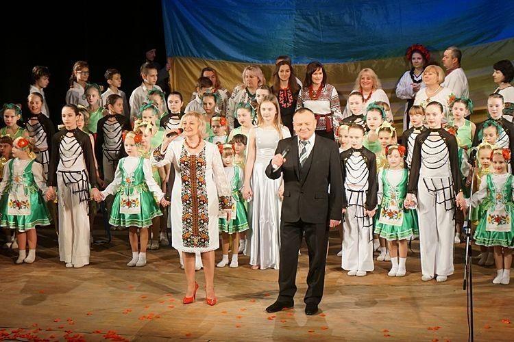 «Єднаймося», українці! Луцькі артисти закликали зі сцени до спільності в молитві, праці й творчості (ФОТО, ВІДЕО)