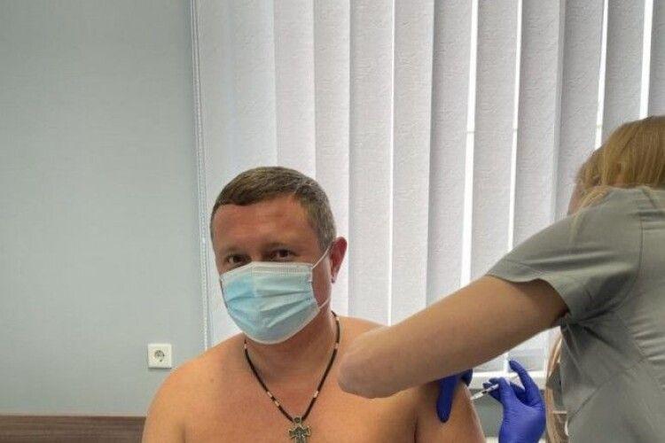 «Оголена вакцинація»: голова Волинської ОДА взяв приклад з президента