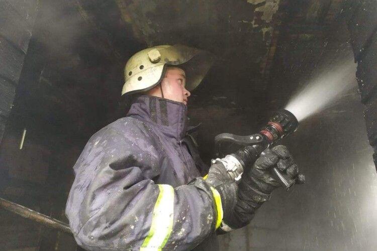 Через замикання електромережі на Горохівщині згоріла хата
