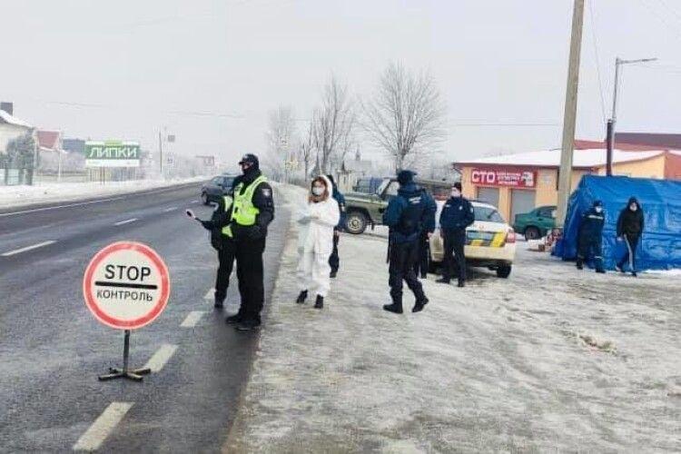 На Прикарпатті встановили карантинні блокпости: чи зупиняють авто