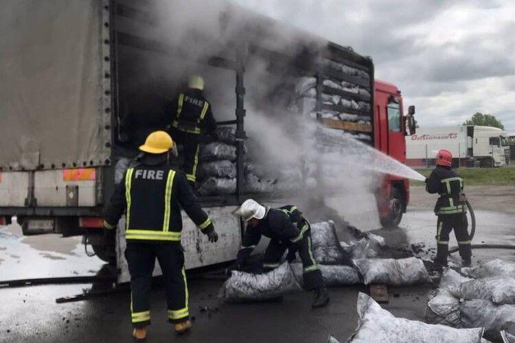 У Ковелі рятувальники загасили вантажівку