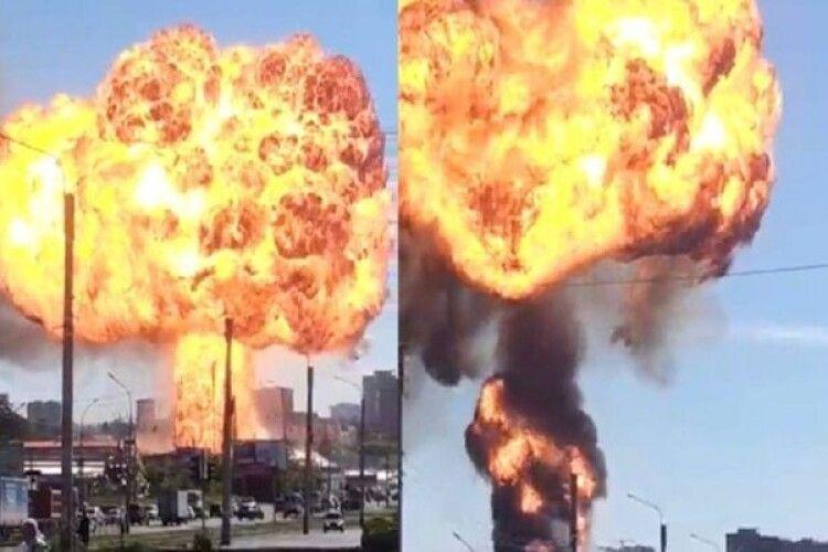 У російському Новосибірську стався потужний вибух на АЗС (Відео)