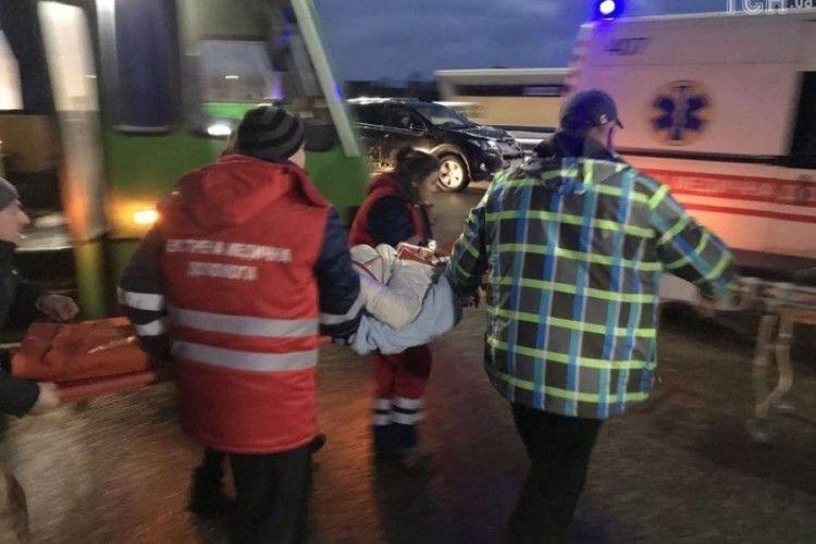 На Київщині вантажівка врізалася в маршрутку