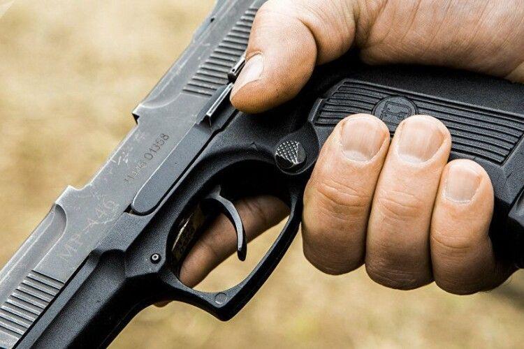 Чоловік почав стріляти, бо не хотів платити за проїзд
