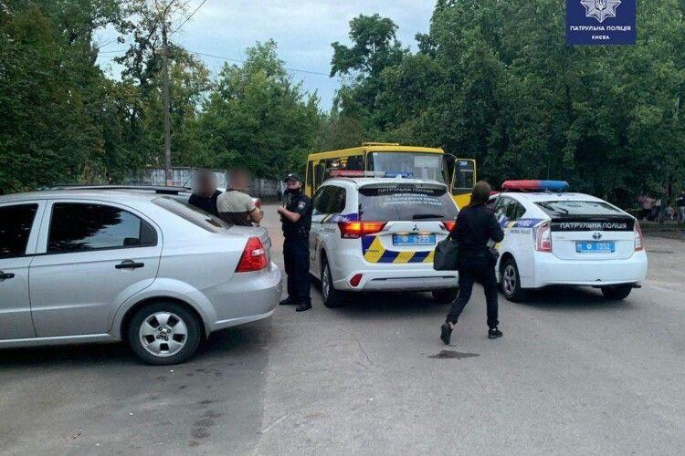 Двійко молодиків викрали маршрутку й ганяли вулицями