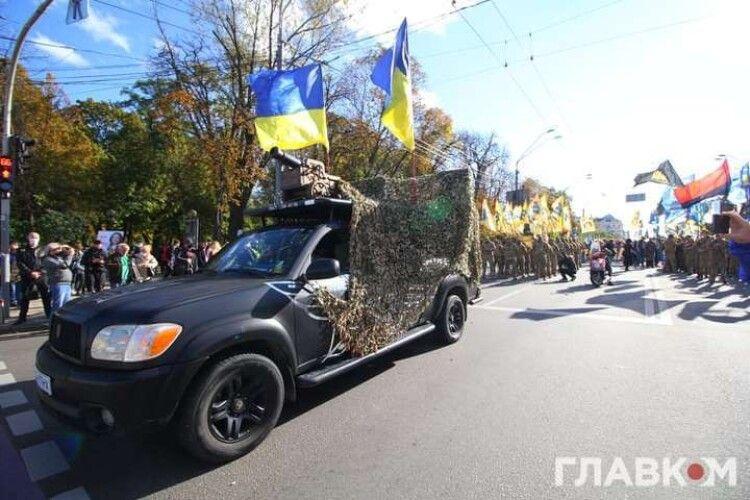 На Марші УПА в центрі Києва викотили гармату (Фото)