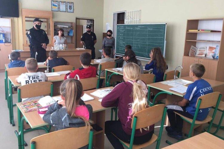 Учням школи села Житнівка розповіли про булінг, дотримання умов  карантину під час навчального процесу