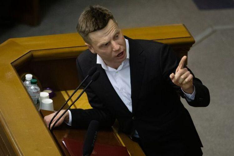 «Що вам заважало у 2014 році взяти зброю і захищати Україну?»