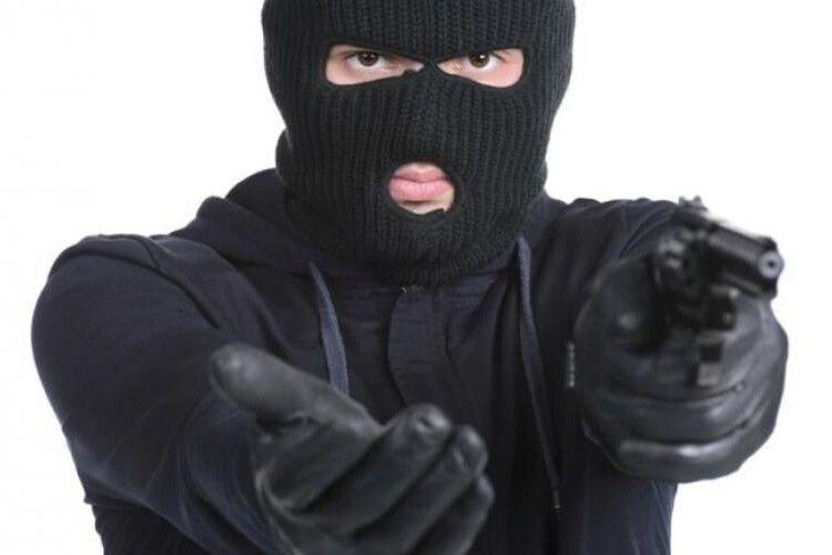 Катували, вимагаючи грошей: на сім'ю аграріїв напали бандити в балаклавах