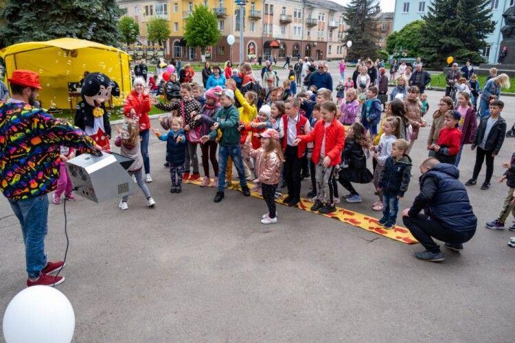 Нововолинська громада зібрала понад 50 тисяч гривень для 10-річної Настусі