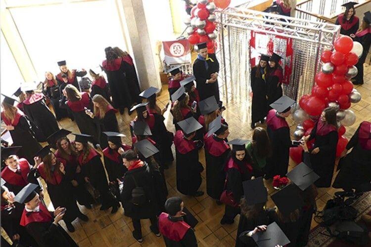 Магістрам СНУ імені Лесі Українки вручили дипломи (Фото, відео)