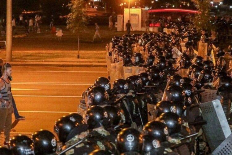 У мережі показали, як загинув один із протестувальників у Білорусі (Відео 18+)
