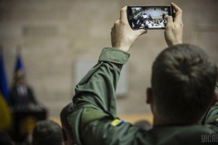 The Economist: Україна пише кров'ю правила для мобільних телефонів в армії