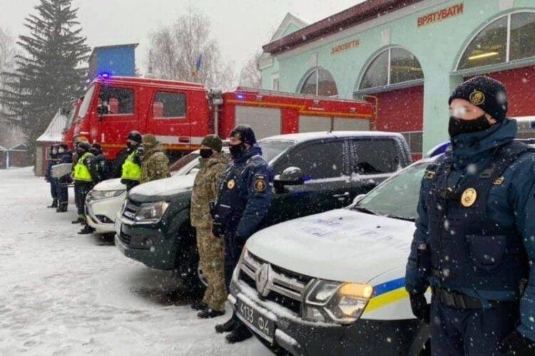 Снігопад на Волині: водіїв просять не заважати, дорожники працюють