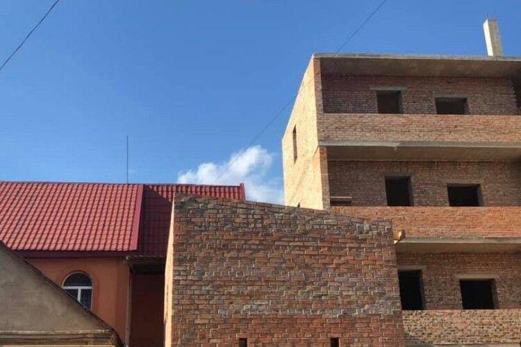 У Луцьку триває незаконне будівництво з порушенням багатьох норм