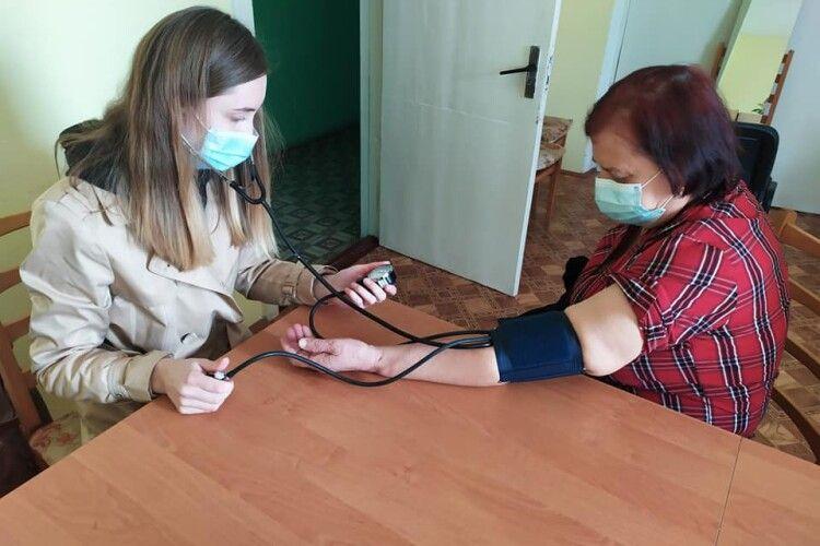 У терцентрі Рожищенської міськради стареньким людям з Дубища поможуть у побуті