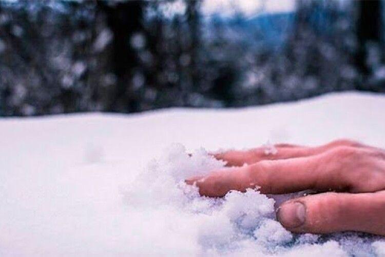 На Рівненщині дядько добряче хильнув і в лютий мороз дав хропака просто на вулиці