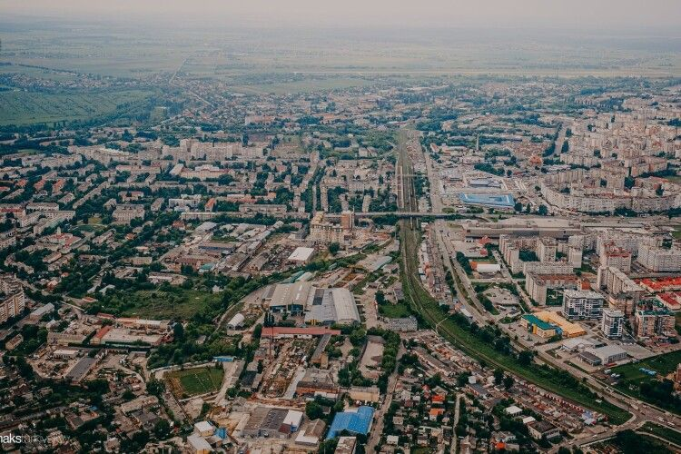 Місто на долоні: фотограф зробив захоплюючі кадри Луцька з висоти (фото)