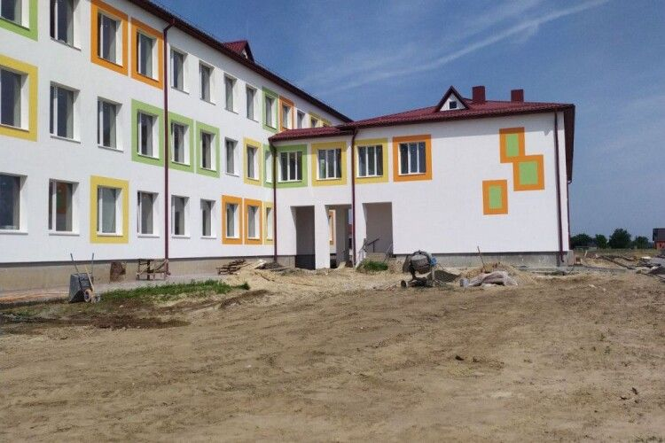 На Волині добудовують школу: з 1 вересня діти не будуть вчитися у три зміни (Фото)