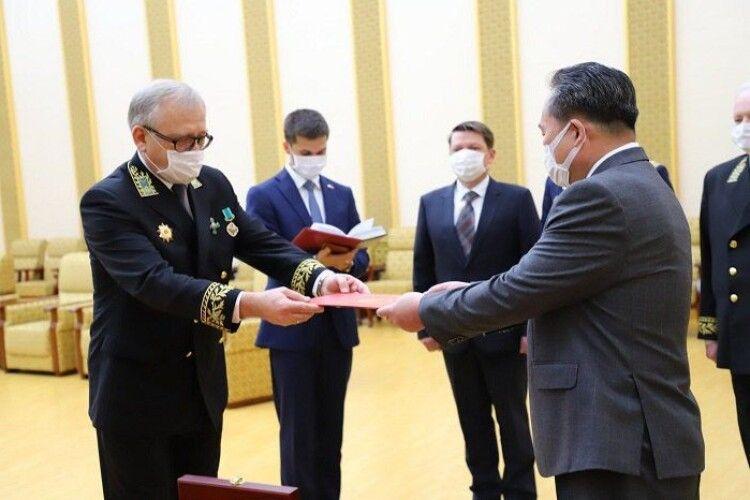 Путін нагородив Кім Чен Ина медаллю