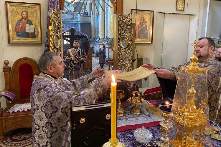 У храмі на Волині священники молилися за медиків і милувалися магнолією (Фото)