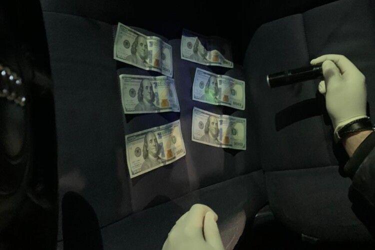 На одержанні 1000 доларів хабаря викрили  посадовця Держекоінспекції Волині (Фото)
