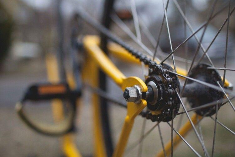 На Волині п'яний велосипедист в'їхав в електроопору: чоловік помер у лікарні