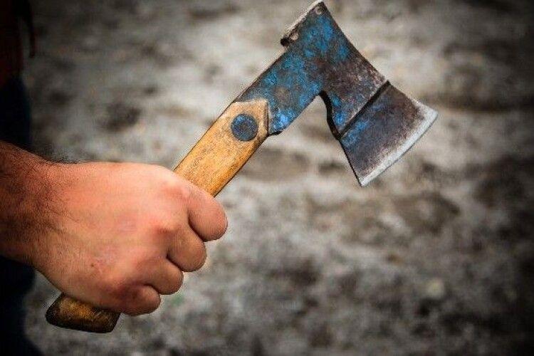 Розбили сокирою обличчя: батько і син жорстоко вбили чоловіка