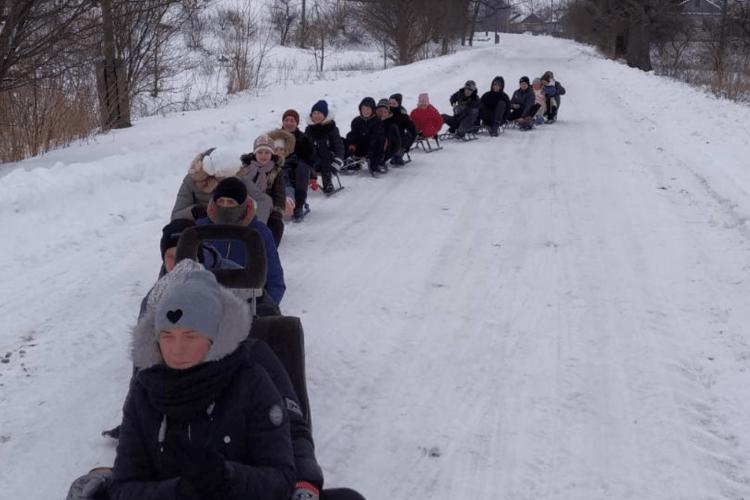 На Горохівщині «потягом» із тридцяти санчат проводжали зиму (Відео)
