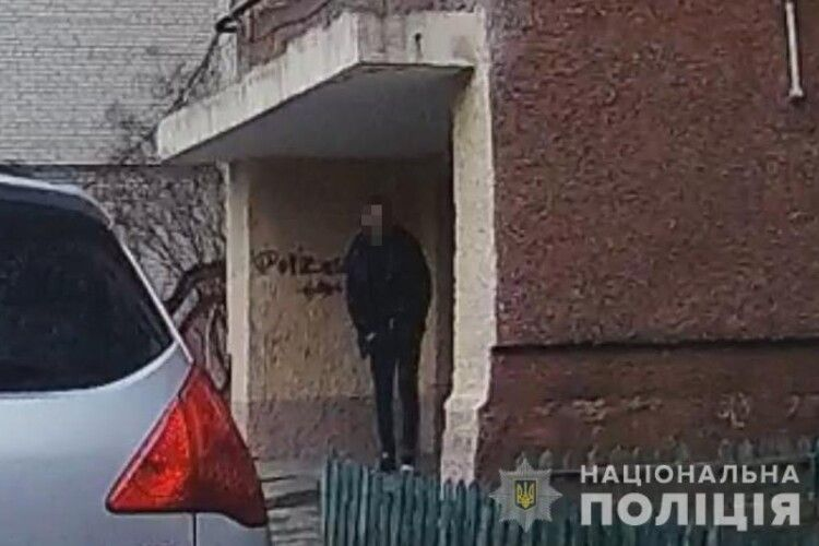 Біля Нововолинська затримали бус з бандою, яка чистила квартири на Волині