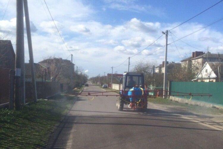 Старовижівські підприємці придбали для громади машино-тракторнийагрегатдля оприскування вулиць