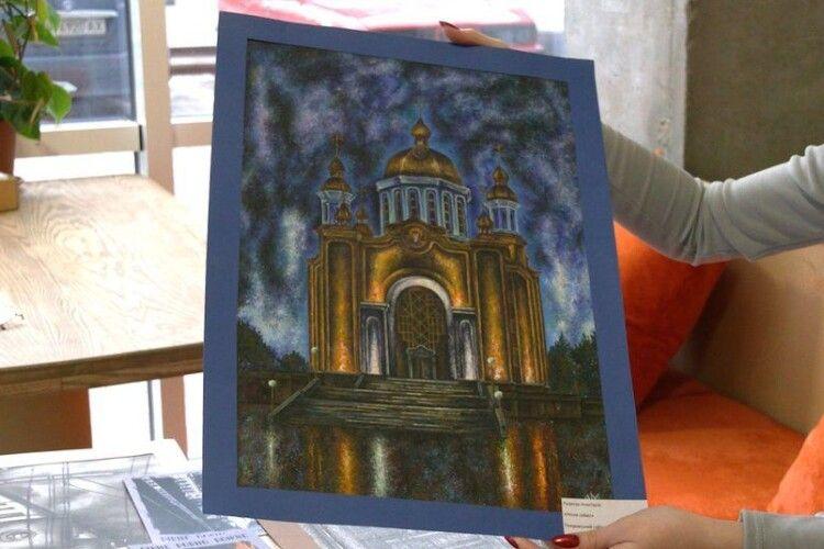 Із власних малюнків: рівненчанка створила поштові листівки з архітектурними пам'ятками міста