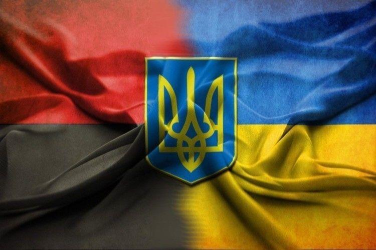 У Тернополі міськрада також ухвалила рішення піднімати червоно-чорний прапор