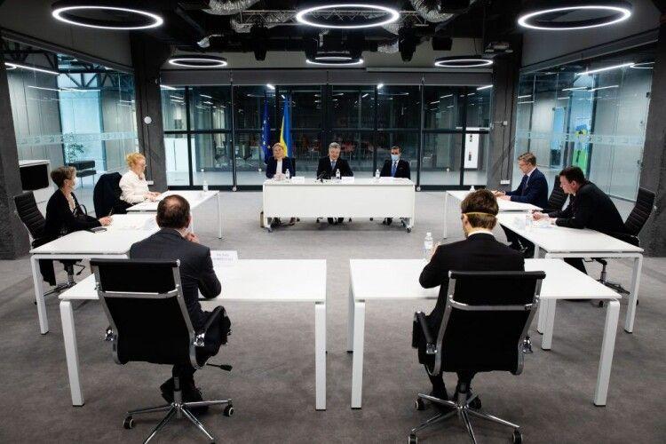 Петро Порошенко зустрівся з послами Балтійських та Скандинавських країн в Україні