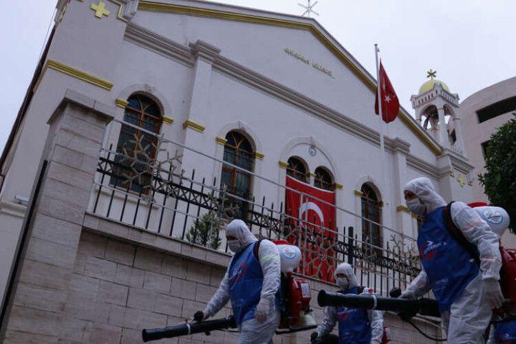 «Стамбул чекають неспокійні дні»: у місті почалася третя хвиля пандемії