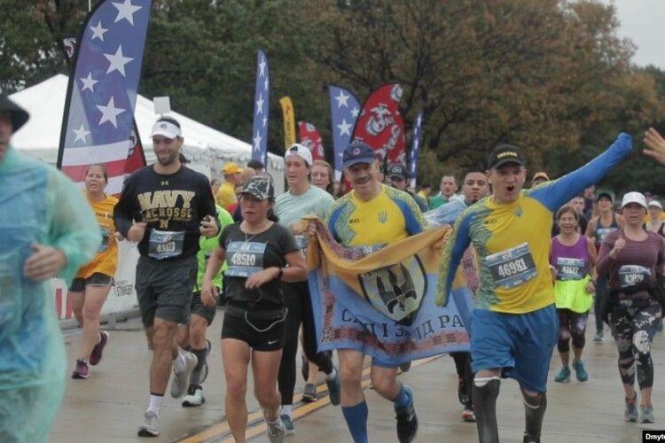Українські поранені військові пробігли марафон морської піхоти у США