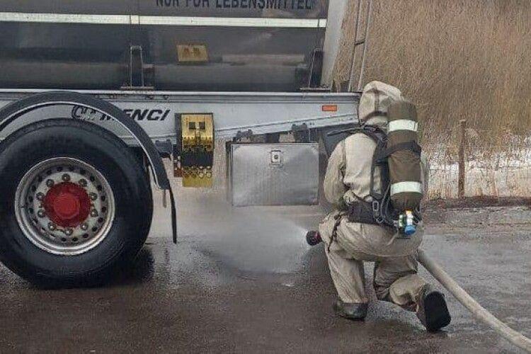 На Волині стався витік азотної кислоти з автоцистерни (Фото)