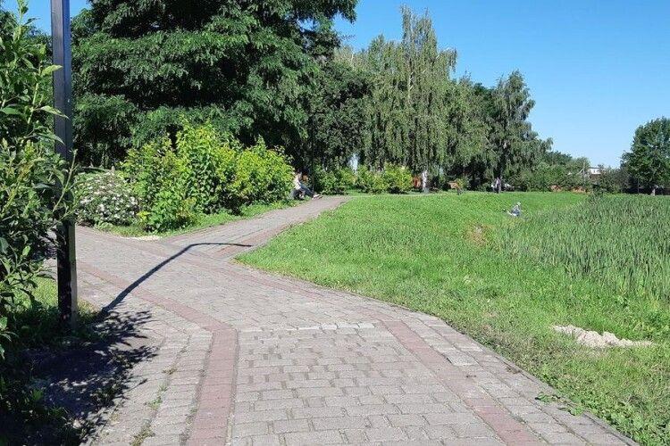 У Рожищі відремонтували доріжку в парку