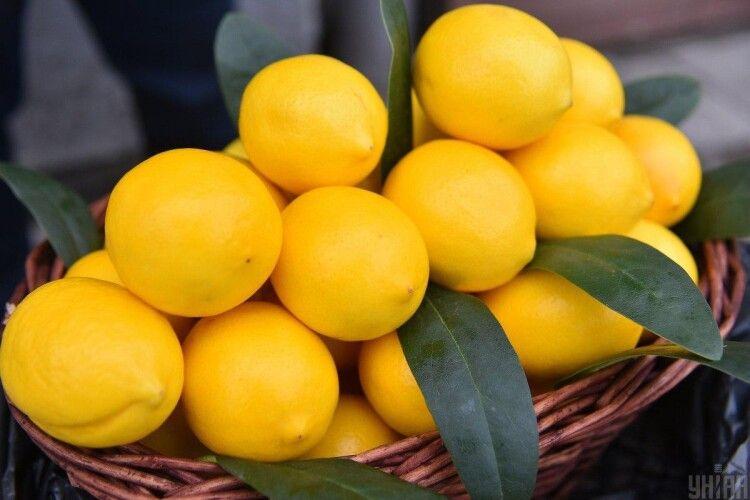 В Україні галопуючими темпами зростають ціни на лимони