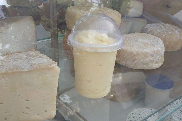 Волинський фермер виготовляє козяче морозиво