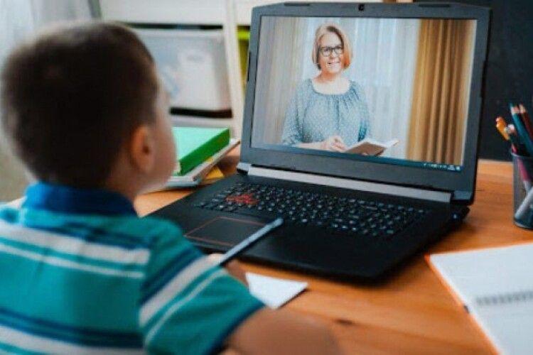 Українку притягли до відповідальності, бо в сина не було інтернету