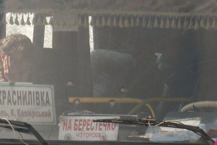 Майже 13 годин у заручниках у луцькому автобусі: частина людей досі боїться сідати у громадський транспорт