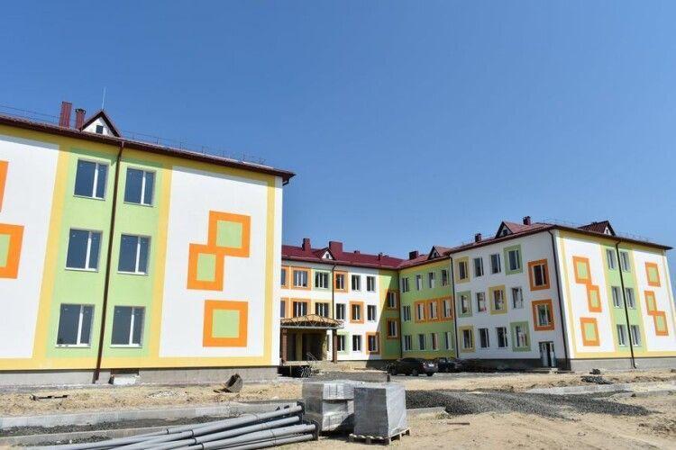 На Волині приступили до внутрішніх робіт на будівництві школі за 114 мільйонів (Фото)