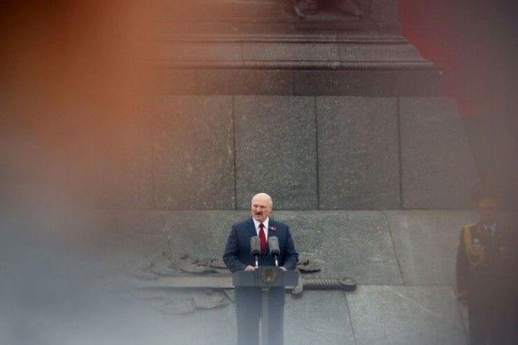 Лукашенко привітав Україну з 30-ю річницею Незалежності