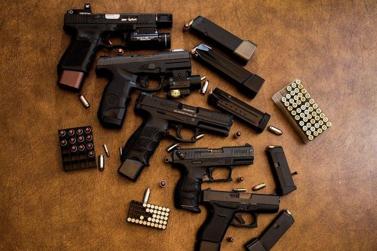 Рівнянин, який намагався вбити суддю, зберігав у гаражі десять тисяч одиниць зброї