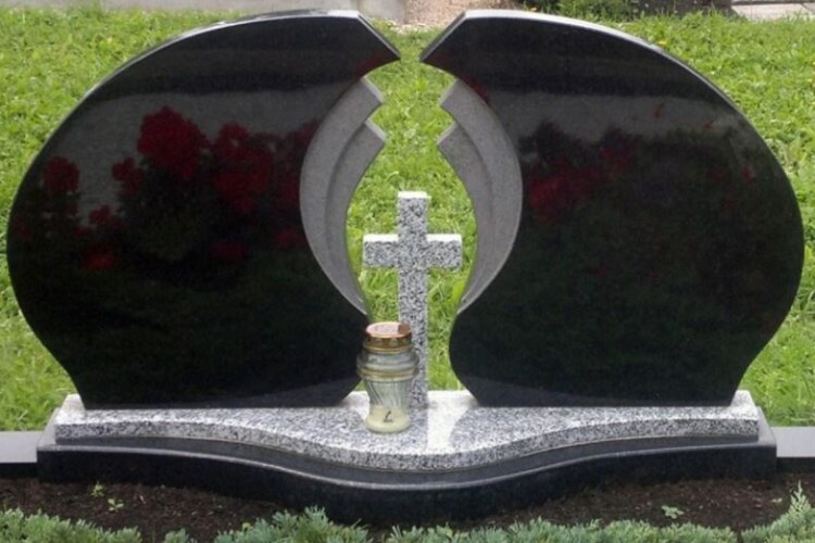 Як вибрати подвійний пам'ятник на могилу?